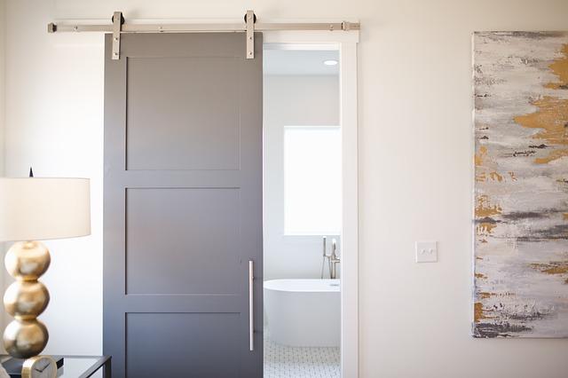 Výmena klasických dverí za posuvné alebo prevedenie interiérov sa mení