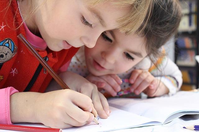 Rady, ako zistiť či dieťa v škole nemá ťažkosti