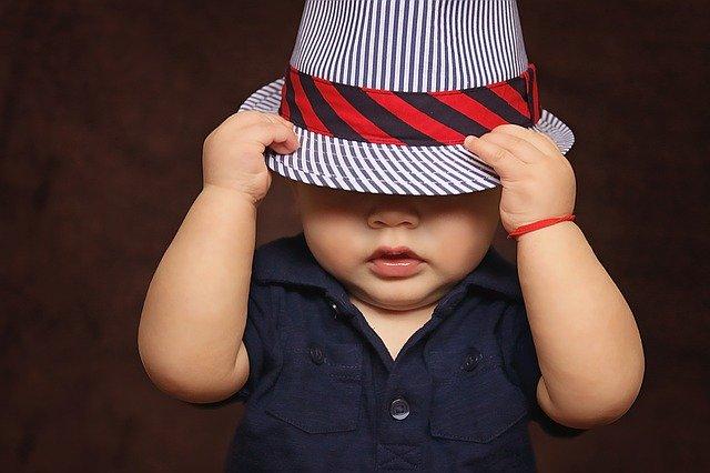 chlapček v klobúku.jpg