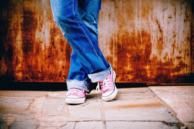 džínsy a čínske tenisky.jpg